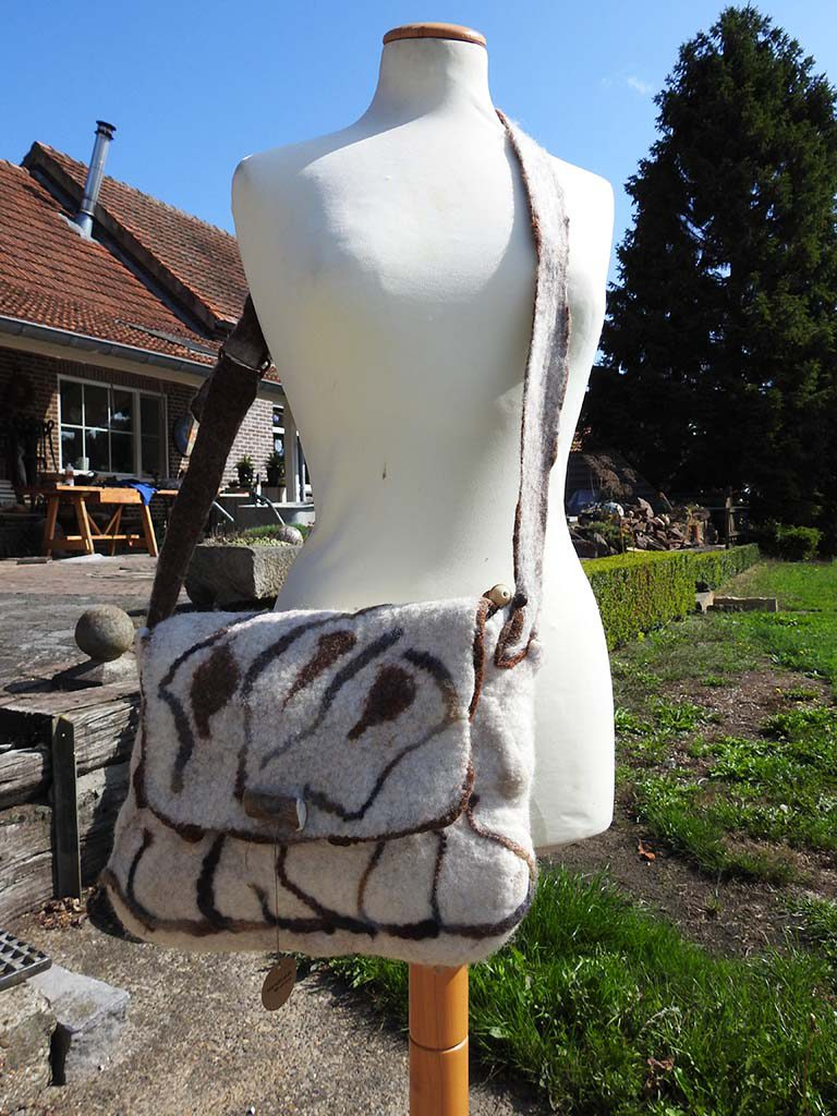 Tas vilten bij Kuulkes Kunst Atelier in Limburg