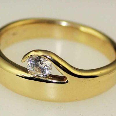 Geelgouden ring met brilliant